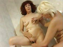 Inedito lesbico entre dos amas de casa - 2 part 6
