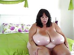 Amateur Big Boobs MILF Webcam