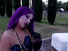 gothic-girl-likes-anal-mothersson-porn-blowjob