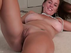 Masturbation Mature MILF Big Nipples