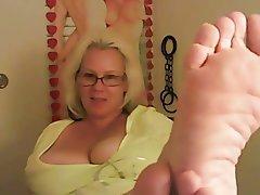 feet blonde dixie
