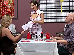 3d sushi waitress getting her pussy fingered - 4 8