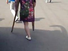 Sak mature woman crutching and teasing