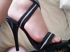 Amateur Cumshot Foot Fetish MILF