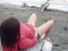 Amateur Beach Masturbation